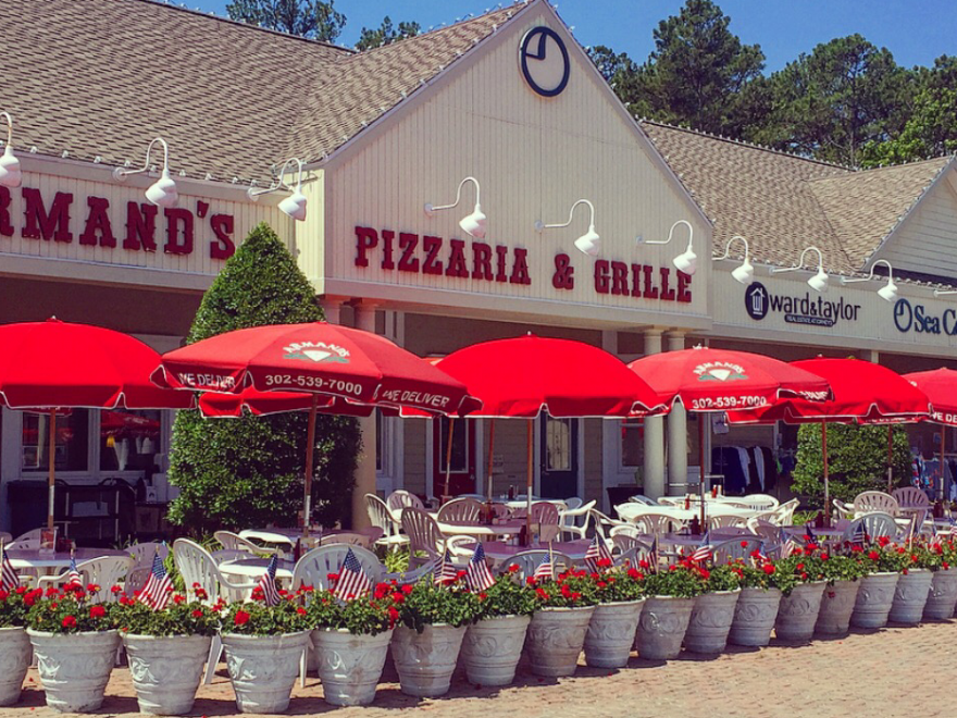 Armand's Pizza By The Sea